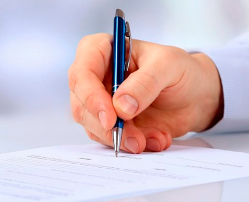 TopControl - Executivo escrevendo